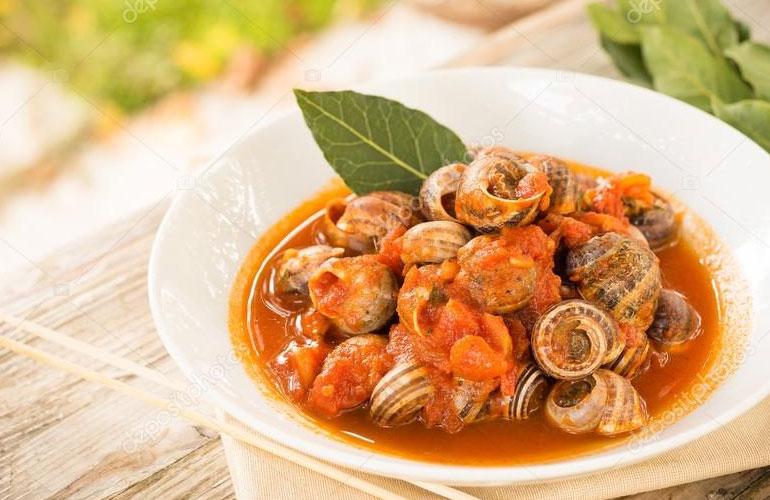 Охльови с пресни домати лук и чесън
